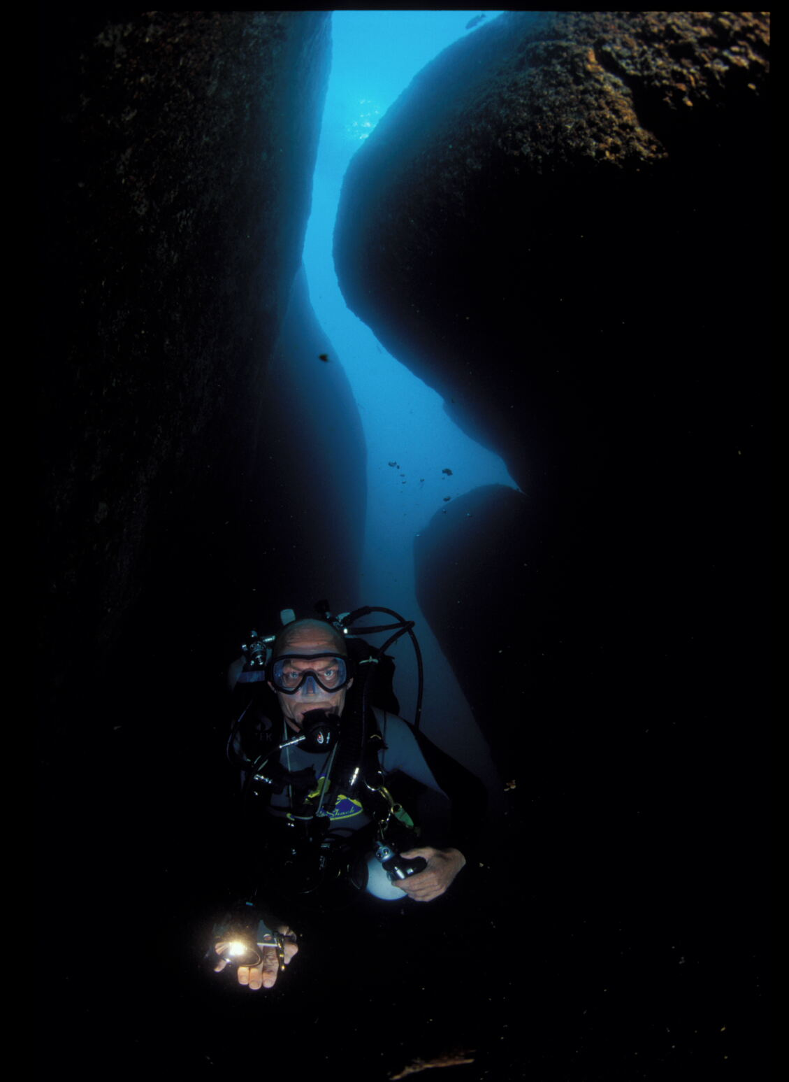 copyright Andrew Woodburn, cave diving technical style in lake malawi
